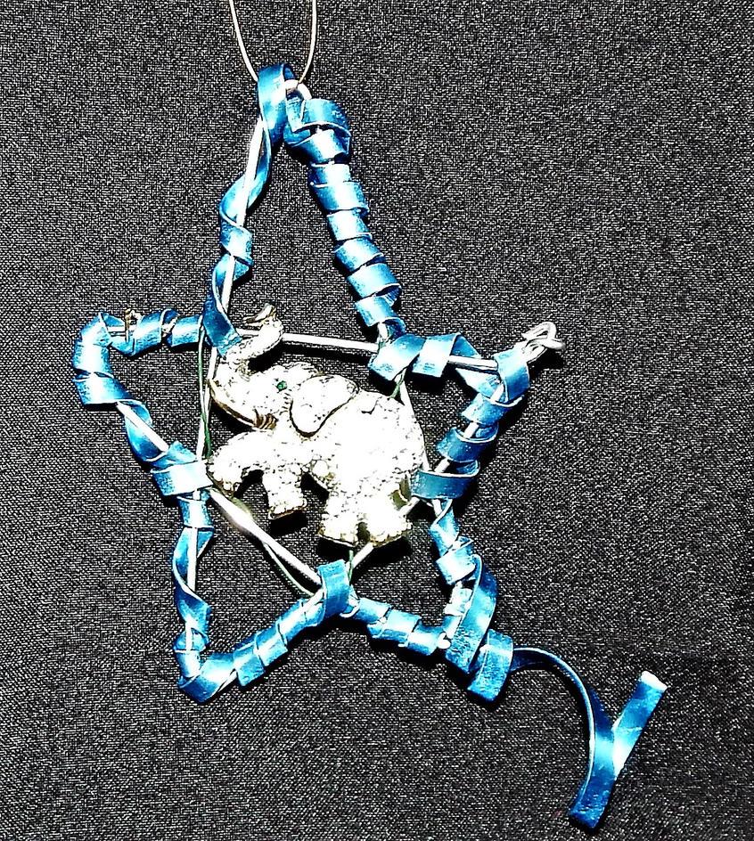 Lucky Star Elephant by metalpug