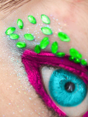 http://fc89.deviantart.com/fs38/f/2008/335/0/0/Colorfull_by_xxsuperdivinaxx.jpg