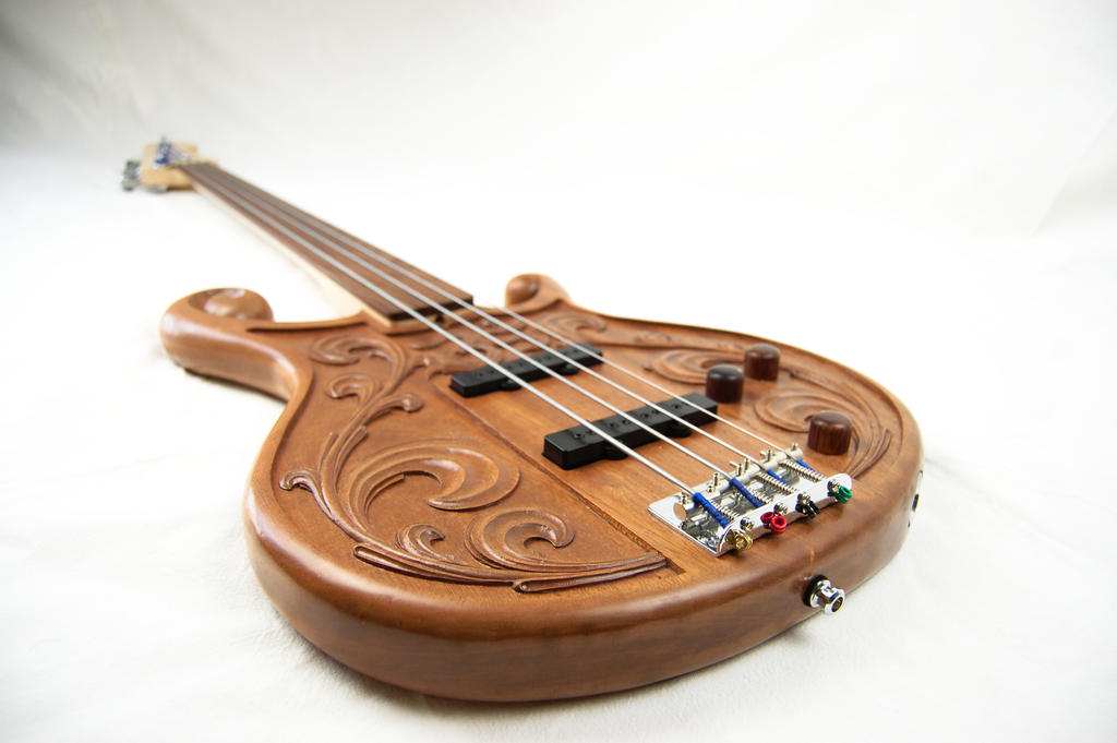 carved bass commission  by Vargarys
