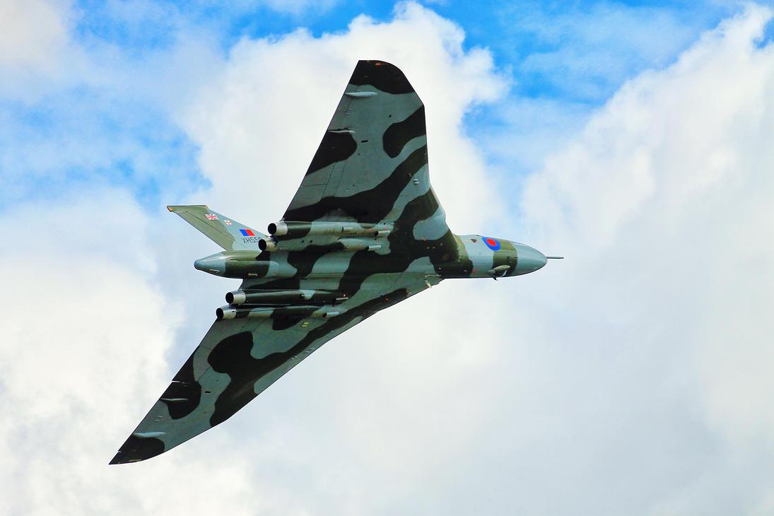 Avro Vulcan by JoostvanD