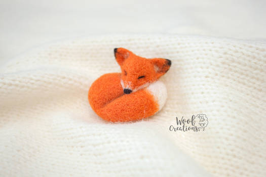 Needle felted Wool brooch sleeping orange fox