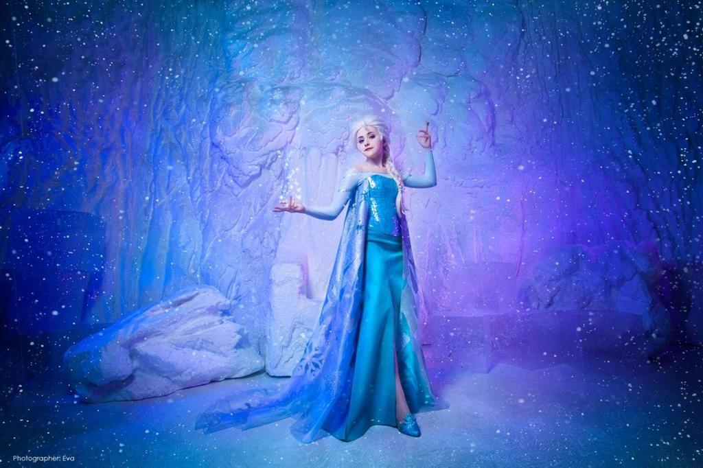 Queen Elsa by Tink-Ichigo