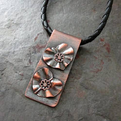 Ruffled hearts pendant
