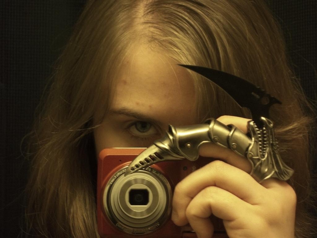 Dragon Claw (Professional Selfie) by AlianaHawk