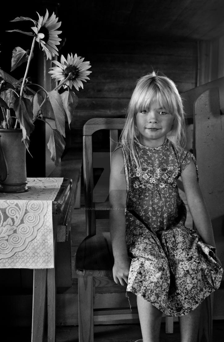 Girl in the church by ssuunnddeeww