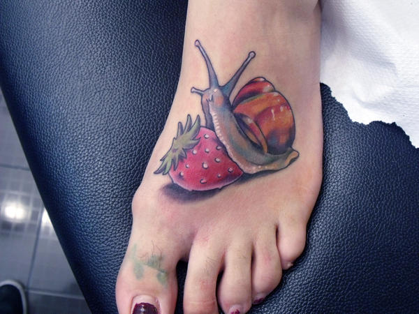 red snail by mojoncio