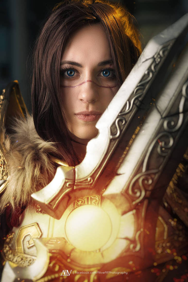Queen Varian Wrynn | World of Warcraft | By Oshley by OshleyCosplay