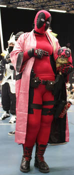 Cosplay Lady Deadpool at home version