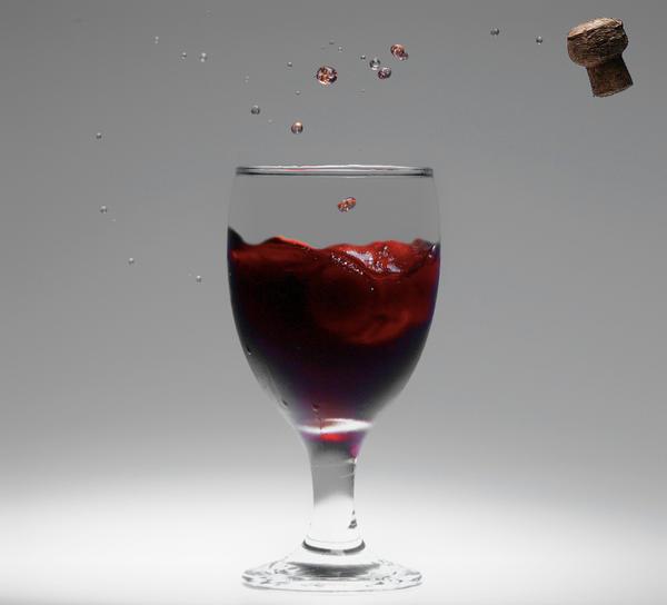 http://img06.deviantart.net/d4e2/i/2008/206/0/d/bloody_glass_by_fabaloons.jpg