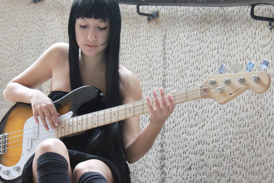 Mio Akiyama - K.ON Cosplay by AlessiaAzalina on DeviantArt