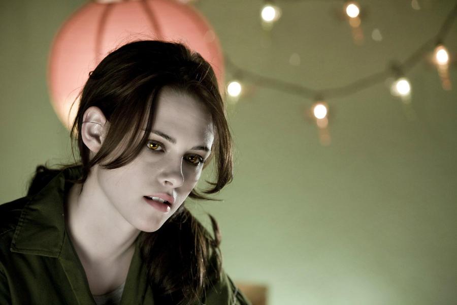 Bella vampire in Twilight-thinking of Edward human by ... Vampire Twilight 5