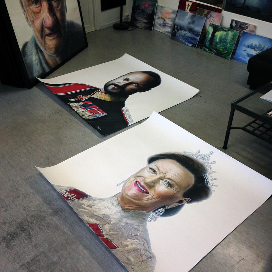 Framing in the large drawings by AtomiccircuS