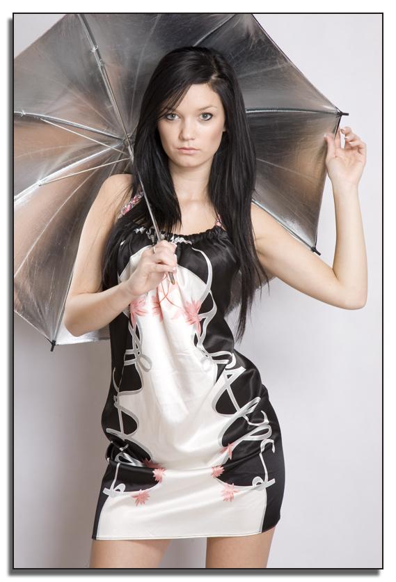 Silver umbrella by DreamPhotographySyd - Avatar Bulmaca