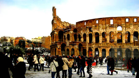 Colosseo and People
