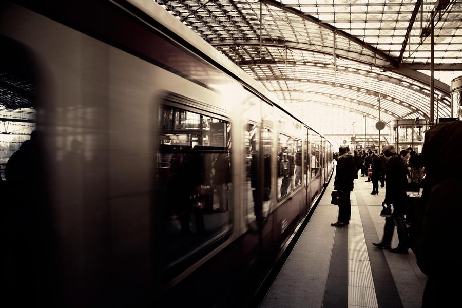 Berlin Hauptbahnhof by insolitus85