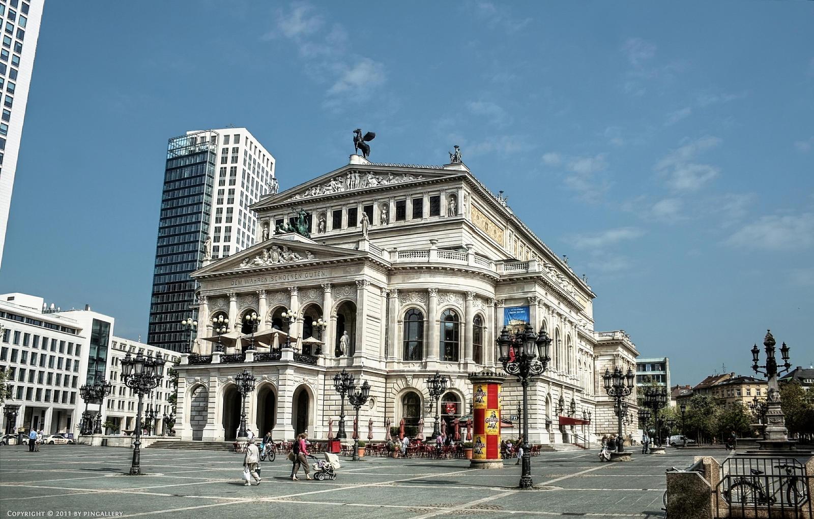 Frankfurt Opera House by pingallery