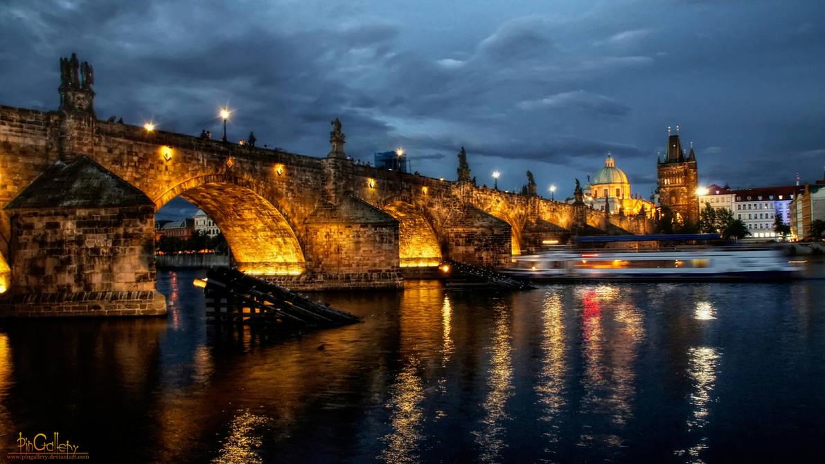 Prag - Charles Bridge at Night