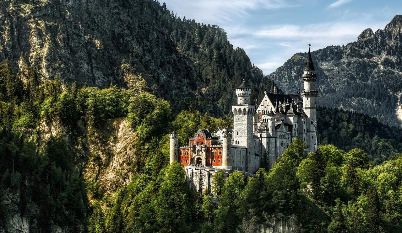Castle Neuschwanstein III by pingallery