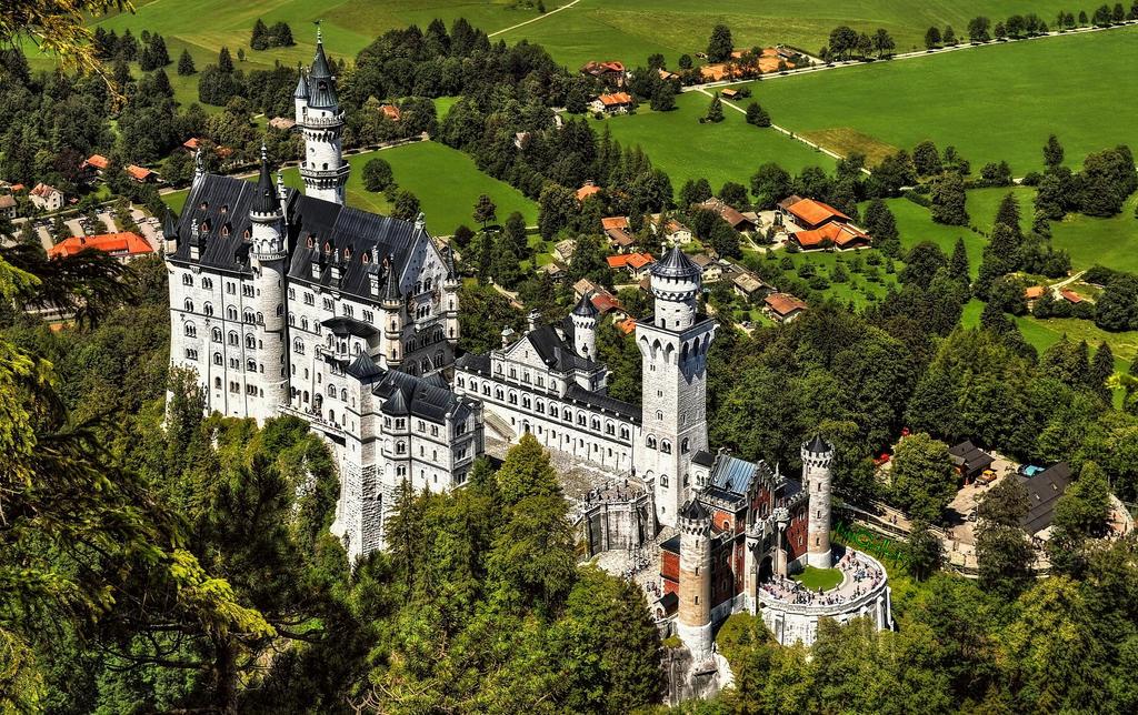 Castle Neuschwanstein IV by pingallery