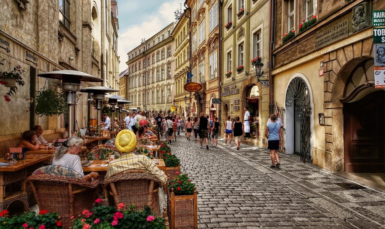 prague___street_scene_i_by_pingallery-d5fvlbj.jpg (1280×762)