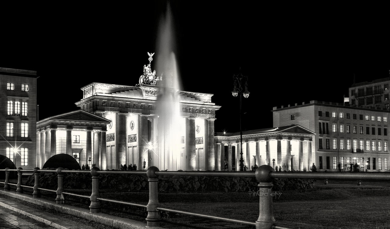 Berlin - Brandenburger Tor by pingallery