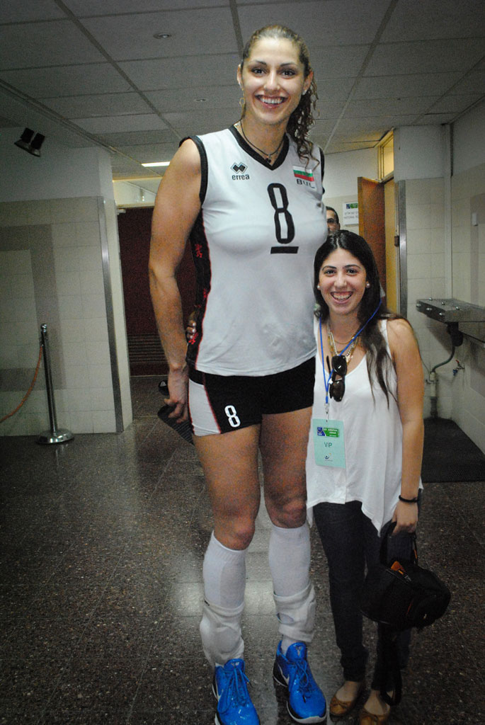 Tall volleyball player 1 by lowerrider