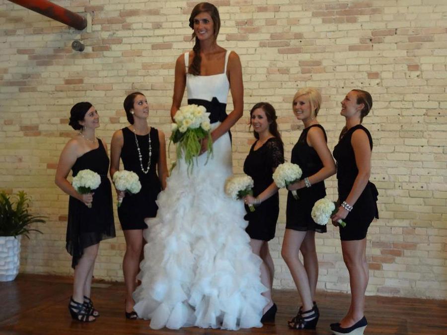 Mujeres muy altas y gigantas Allyssa_dehaan_wedding_by_lowerrider-d5a1pn7