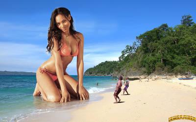 Giantess Ariel Meredith at the beach