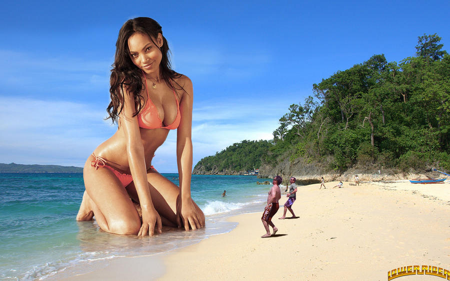 Giantess Ariel Meredith at the beach