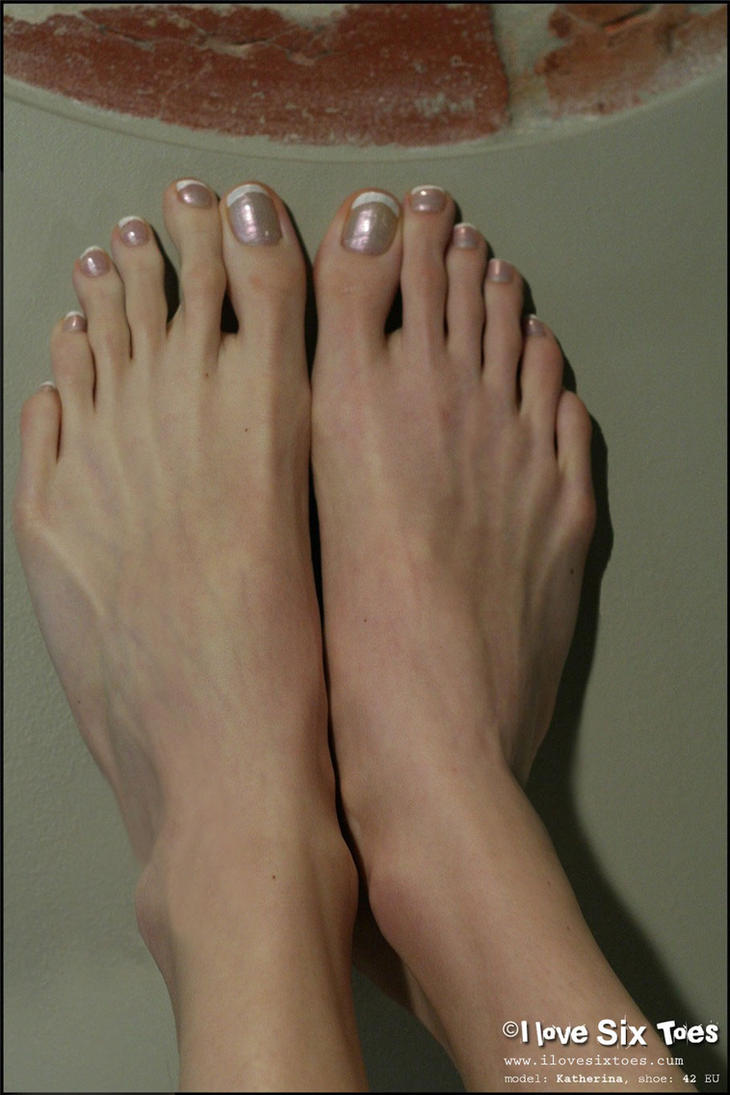 toes Mature feet