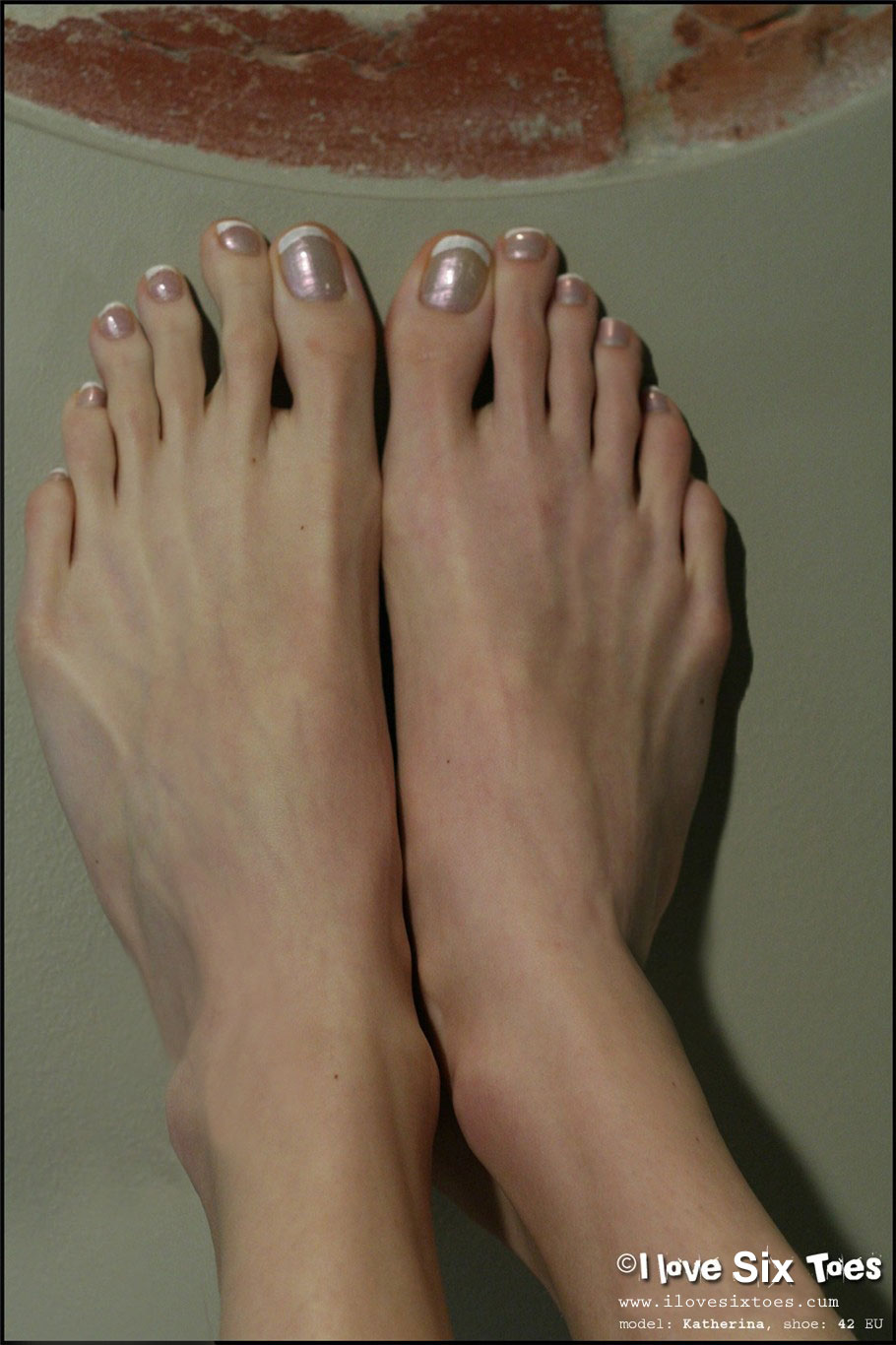 girl long toes