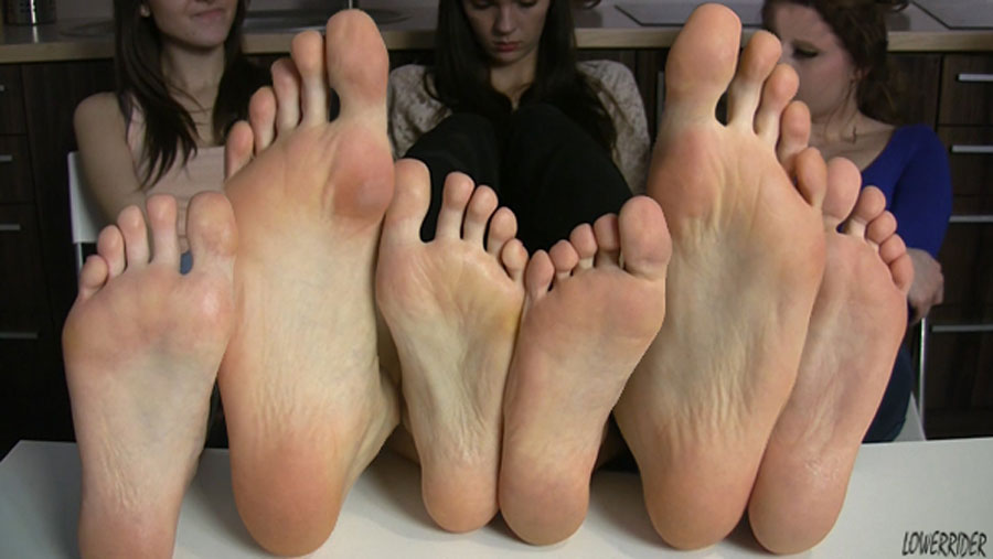 Youn stinky pantyhose feet and soles 4