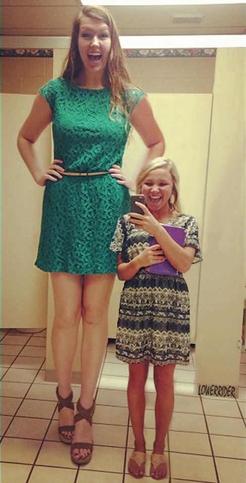 tall and short girl compare heights