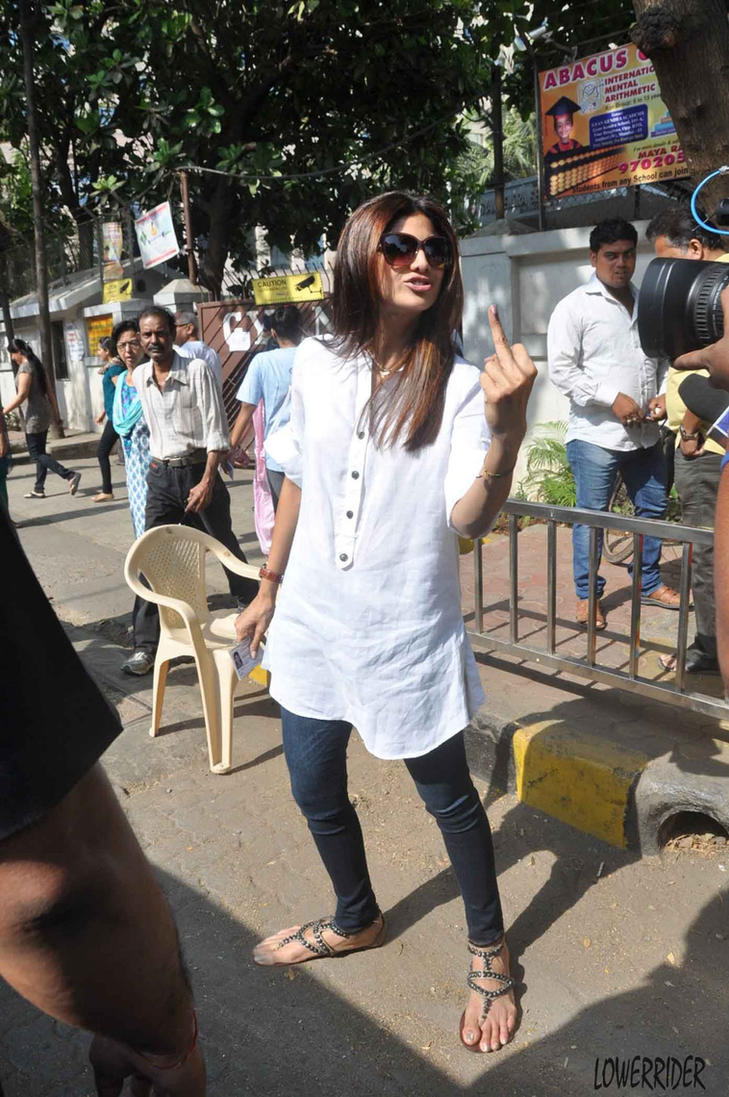 Shilpa Shetty and the paparazzi by lowerrider