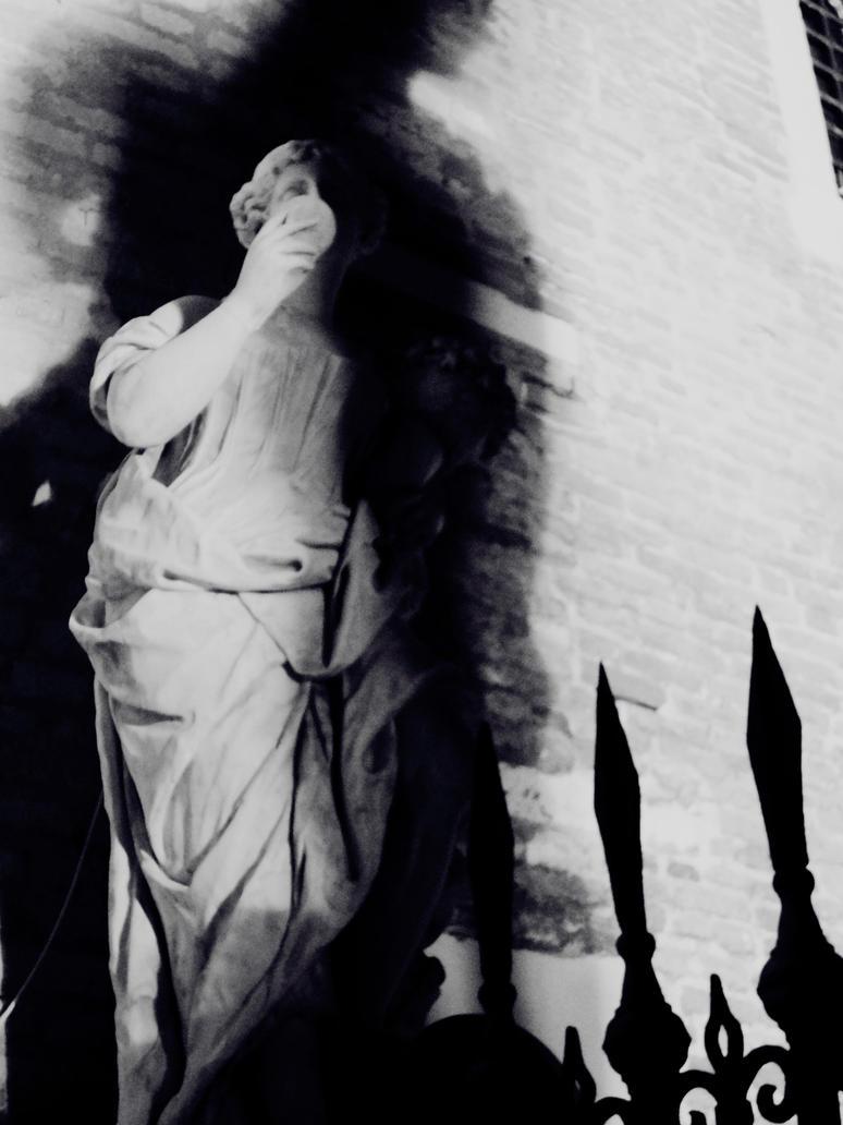 The High Priestess by Louchette