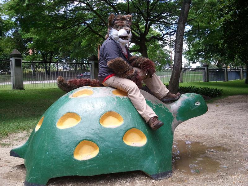 El lobo y la tortuga gigante.. by lobowupp