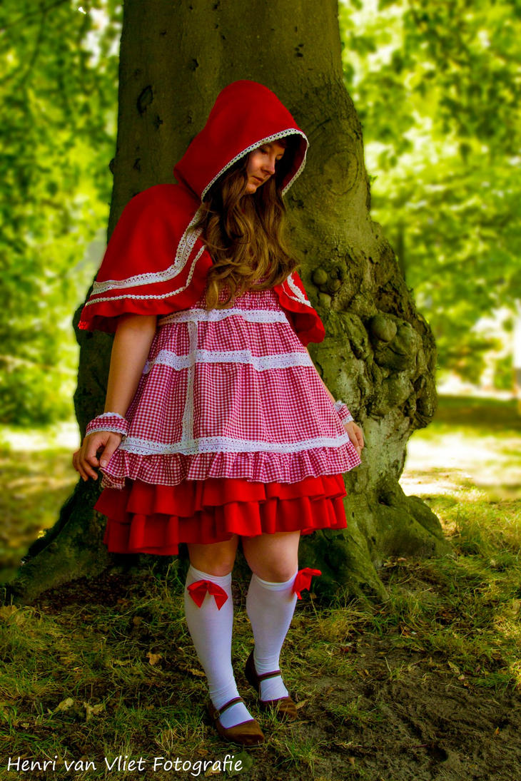 Little Red Riding Hood by xRooz