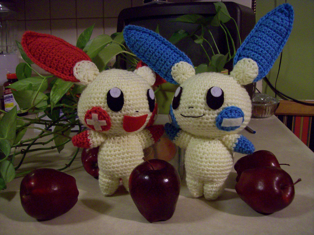 Plusle and Minun Amigurumi by DarkWater9