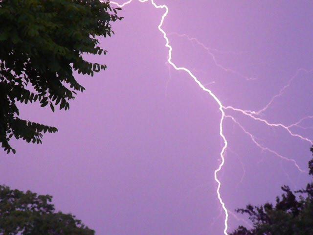 Lightning I by MemoryInABottle