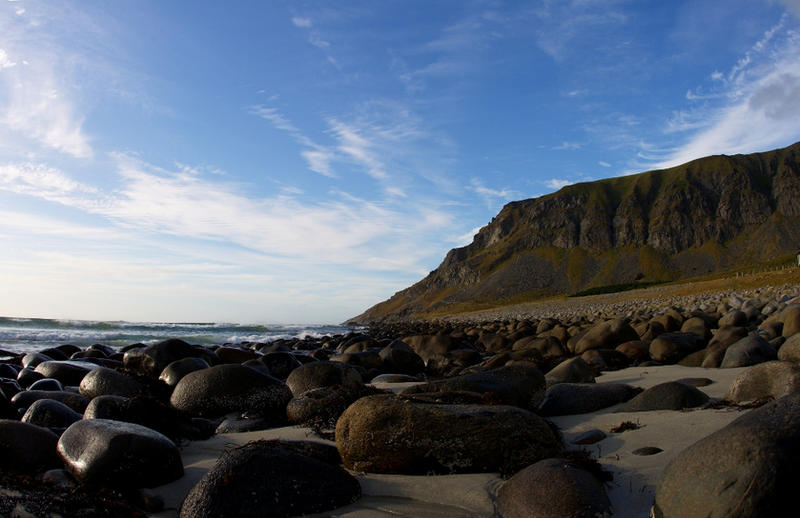 Eggum Cliff by Mandarancio