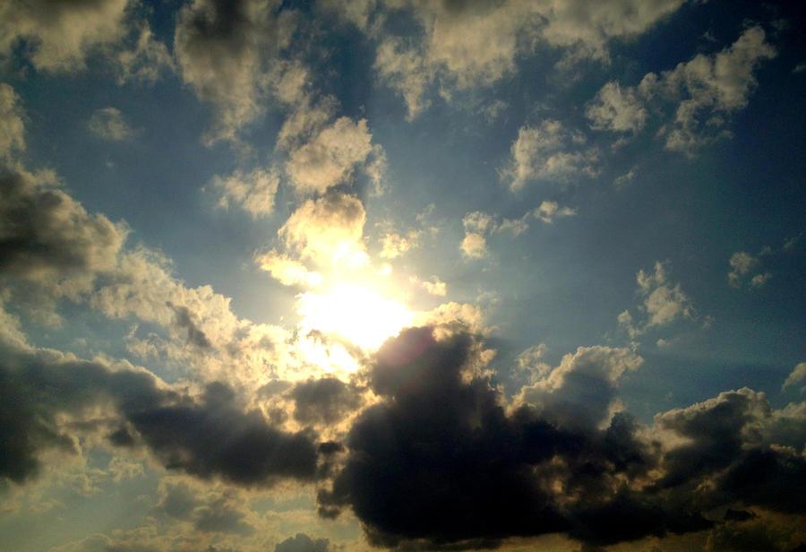 the sun,again by AkumuNoKuro
