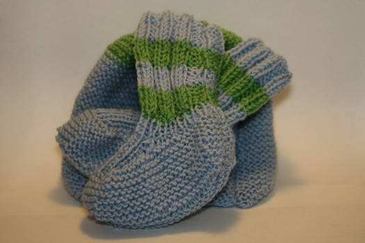 Baby booties with matching hat