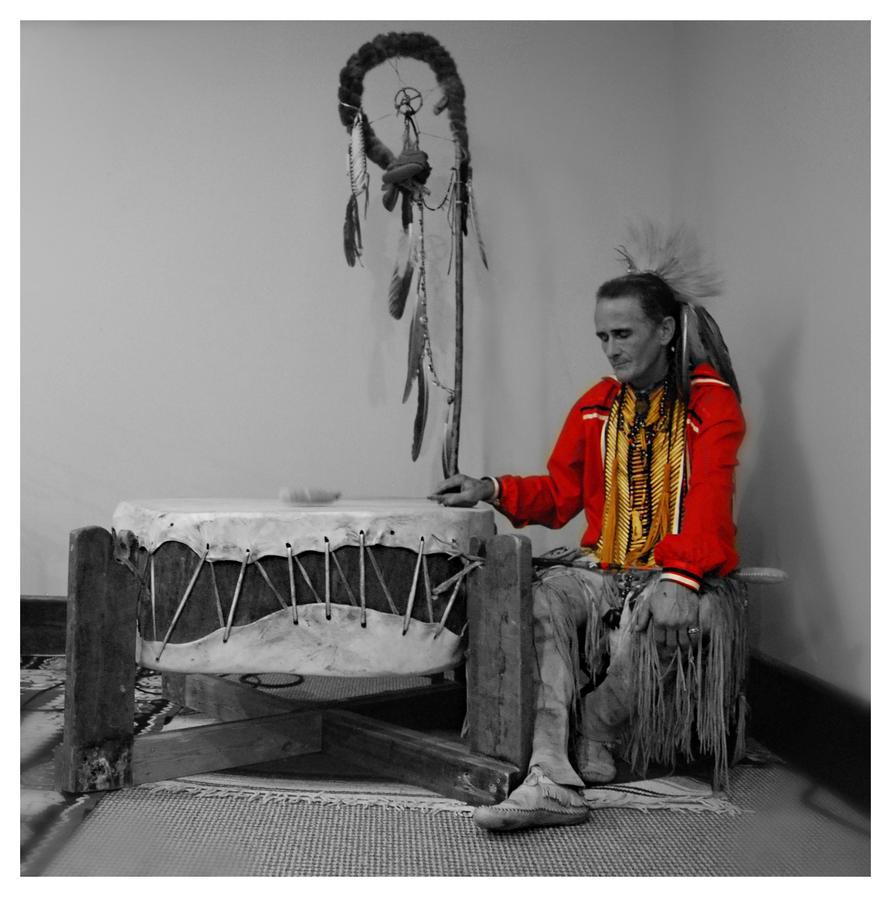 Gary Thunderwolf and his ceremonial drum by sarahredhead