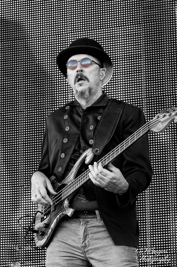 Les Claypool by revrendwilliam