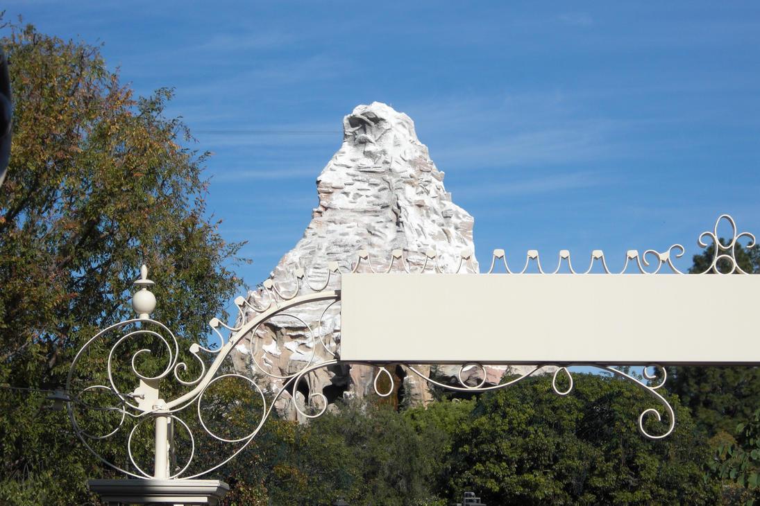Disneyland Matterhorn by Phantwigurl