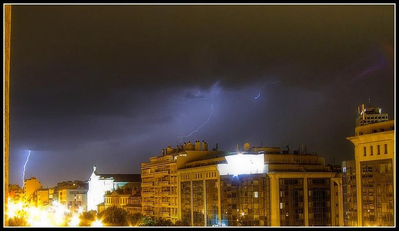 besoin d'aide les amis ufologues pour photo Storm_by_Lyrks