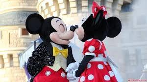 Mickey kissing Minnie Walt Disney World