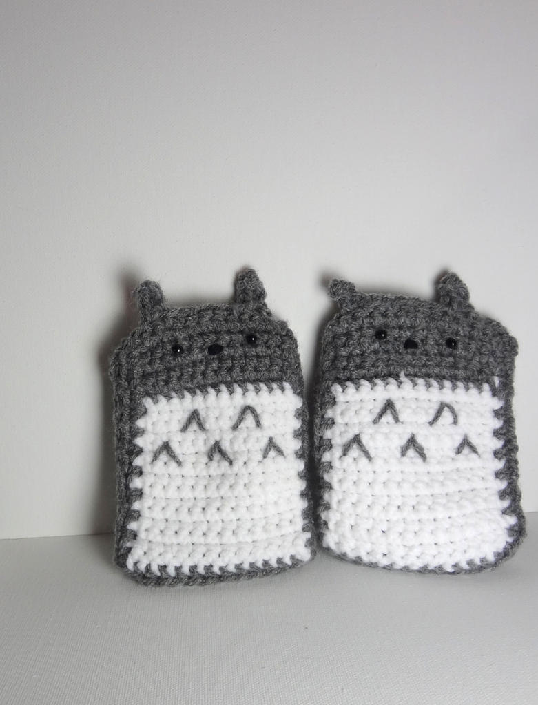 Totoro Fingerless Gloves by annemisfit