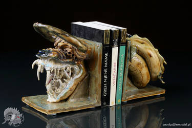 Beast worm book holder by Przylga