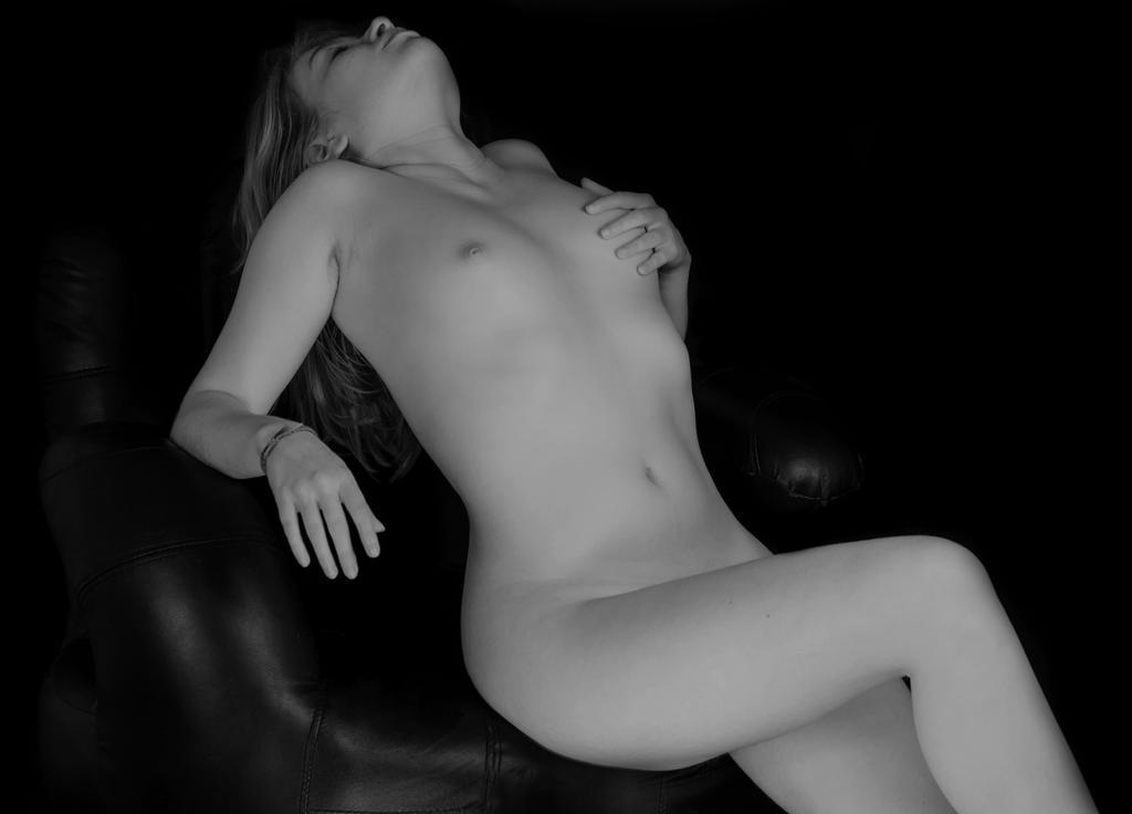 new nude by EmmanuelPuyraveau